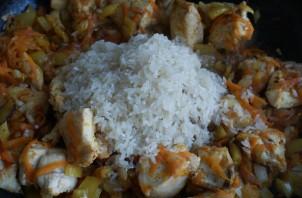 Тушеная курица с рисом - фото шаг 4