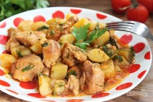 Тушеная картошка со свининой на сковороде - фото шаг 7