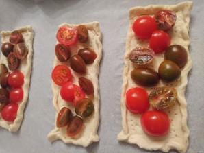 Слойки с брынзой и помидорами - фото шаг 3