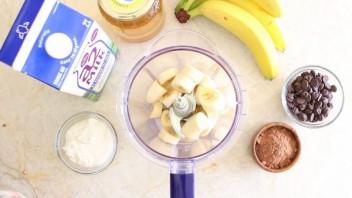 Шоколадно-банановый смузи - фото шаг 1