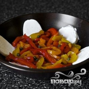 Запеченный болгарский перец с каперсами и Моцареллой - фото шаг 4