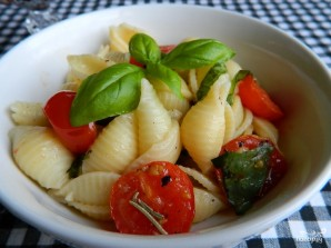 Макароны с чесноком и помидорами - фото шаг 3