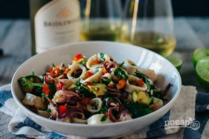 Салат из авокадо с кальмарами - фото шаг 6