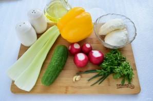 Салат весенний с сельдереем - фото шаг 1