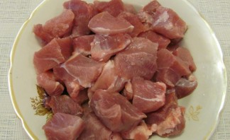Свинина кусочками на сковороде - фото шаг 1