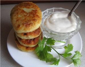 Картофельные пирожки с начинкой из фарша - фото шаг 5