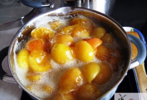 Варенье из абрикосов с косточками - фото шаг 4