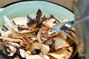 Суп из сушеных грибов с перловкой - фото шаг 2