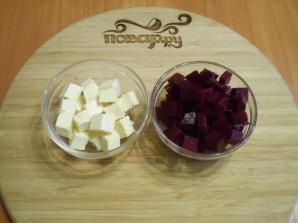 Салат из печеной свеклы с брынзой - фото шаг 2