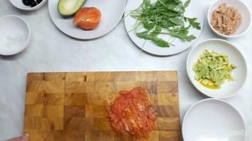 Тимбал из авокадо с тунцом - фото шаг 2