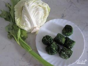 Крем-суп из шпината с сельдереем и капустой - фото шаг 1