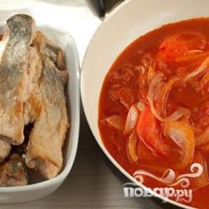 Горбуша, запеченная в духовке под томатным соусом - фото шаг 3