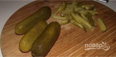 Салат с языком и солеными огурцами - фото шаг 3