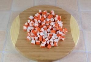 Салат из крабовых палочек - фото шаг 3