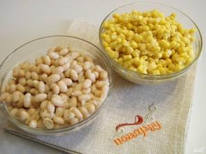 Салат с кириешками и кукурузой - фото шаг 1