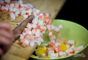 Крабовый салат с красной фасолью - фото шаг 4