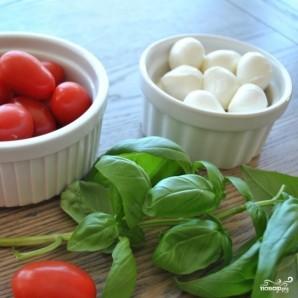 Салат с моцареллой и черри - фото шаг 1