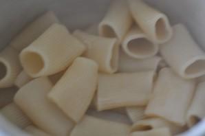 Макароны фаршированные в духовке - фото шаг 4