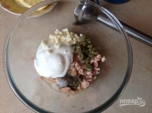 Салат с тунцом и сметанной заправкой - фото шаг 2