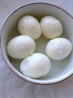Фаршированные яйца с сельдью под шубой - фото шаг 3