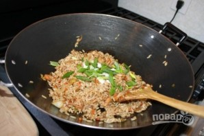 Жареный рис с креветками и овощами - фото шаг 5