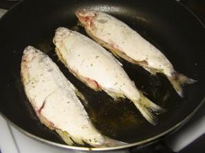 Жареная рыба на сковороде - фото шаг 3