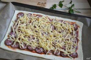 Пицца на слоеном тесте в духовке - фото шаг 5