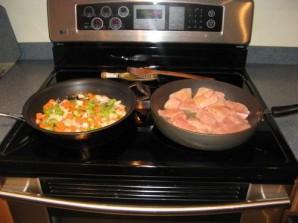 Куриные грудки с томатным соусом - фото шаг 3