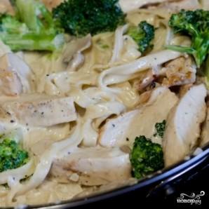 Спагетти с курицей и грибами - фото шаг 9