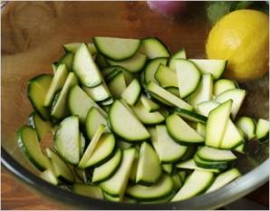 Салат с кабачками и курицей - фото шаг 1