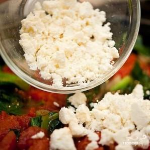 Яичница с капустой кале и сыром Фета - фото шаг 4