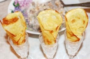 Мандариново-печеночный салат в сырных рожках - фото шаг 5