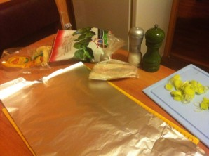 Брокколи в фольге в духовке - фото шаг 1