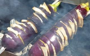 Баклажаны с салом на мангале - фото шаг 5