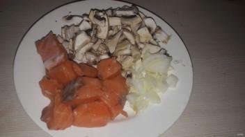 """Лучший рецепт """"А-ля жульена"""" с лососем и майонезом """"Махеевъ"""" - фото шаг 1"""