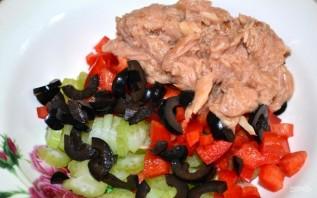 Салат с тунцом консервированным без майонеза - фото шаг 4