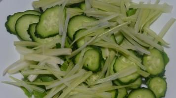 Салат из говядины с огурцом - фото шаг 2