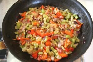 Перчик, фаршированный тушеными овощами - фото шаг 3