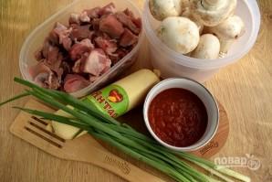 Мясо в сырном соусе с грибами - фото шаг 1