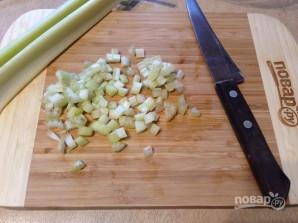 Салат из булгура с яблоком, сельдереем и перцем - фото шаг 4