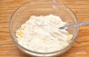 Кексы с изюмом простые в формочках - фото шаг 3