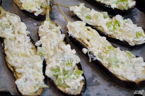 Лодочки из баклажанов с овощами - фото шаг 6