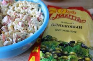 Салат с крабовыми палочками и перепелиными яйцами - фото шаг 4