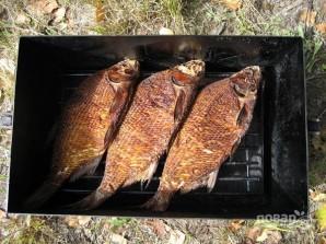 Копчение рыбы в коптильне - фото шаг 4