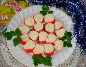 Рулетики из крабовых палочек с яйцом и сыром - фото шаг 6