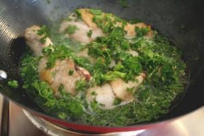Курица с зеленью - фото шаг 1
