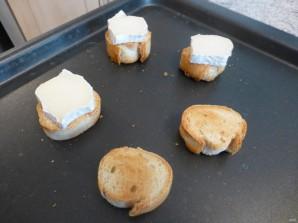 Салат из запеченной свеклы с сухариками и сыром - фото шаг 3