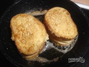 Теплый сэндвич с сыром и помидором - фото шаг 9