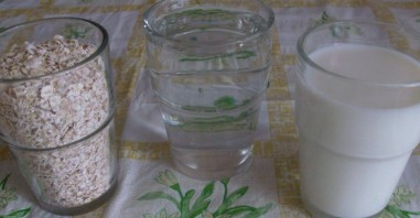Геркулесовая каша на молоке - фото шаг 1