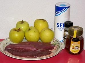 Филе утки с яблоками - фото шаг 1
